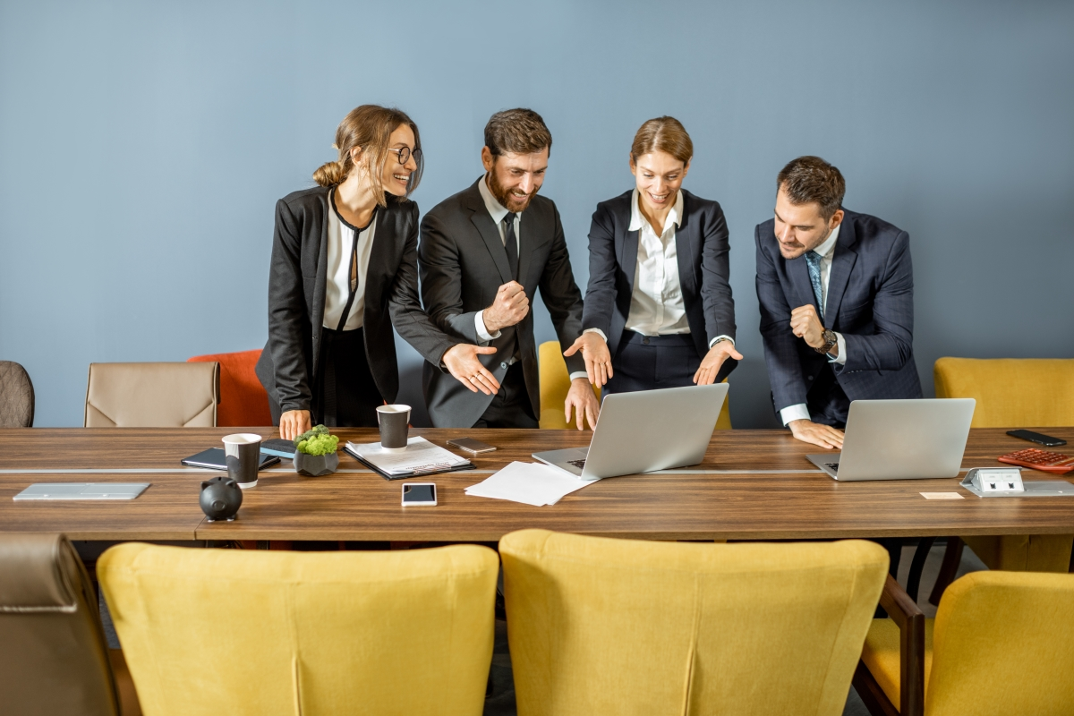 business-people-having-deal-at-the-meeting-room-9XYP5A4
