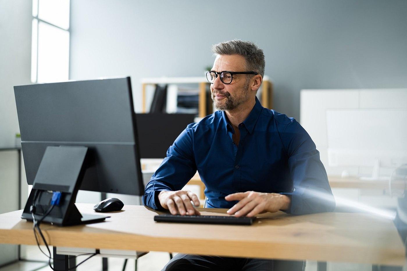 businessman-at-computer