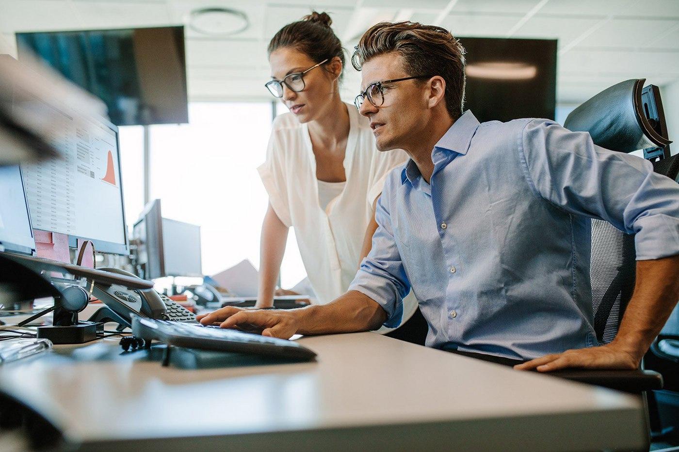 businessman-businesswoman-at-computer