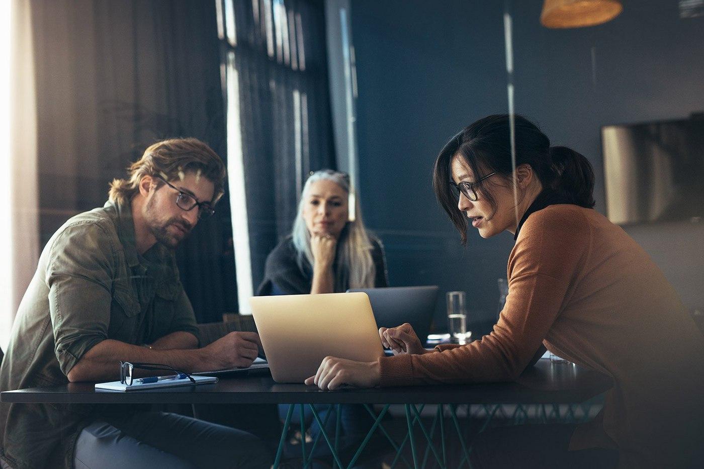 people-meeting-in-office